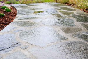 sealing_cobbled_stone_and_aggregate_concrete_driveways